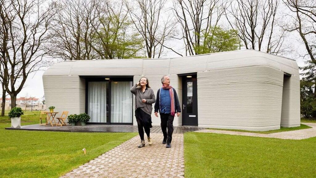 Bewoners krijgen sleutel van het eerste 3D-geprinte huis in Eindhoven