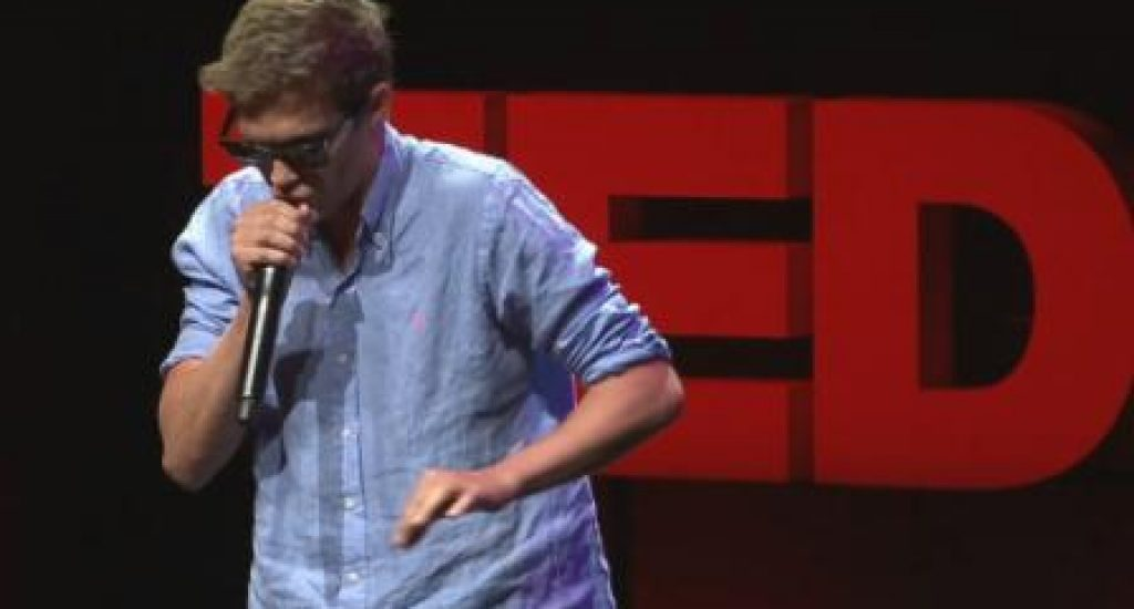 Beatboxer Tom Thum op TEDx Sydney. Foto: still uit youtube video